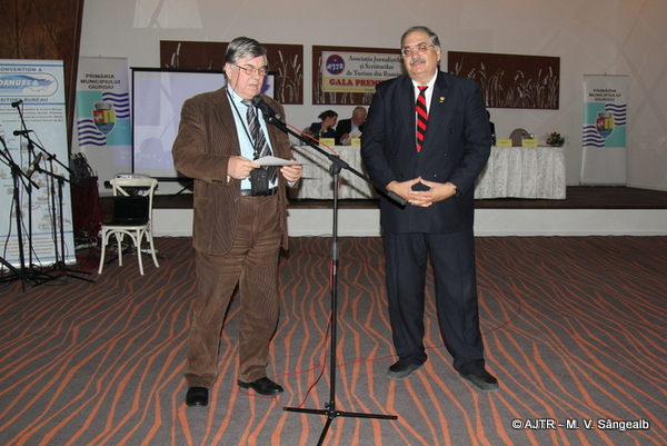 """Premiul de Excelență: George Sorin NICOLESCU și Mihaela NICOLESCU, patronii firmei """"Olimpic Internațional Turism SRL"""""""