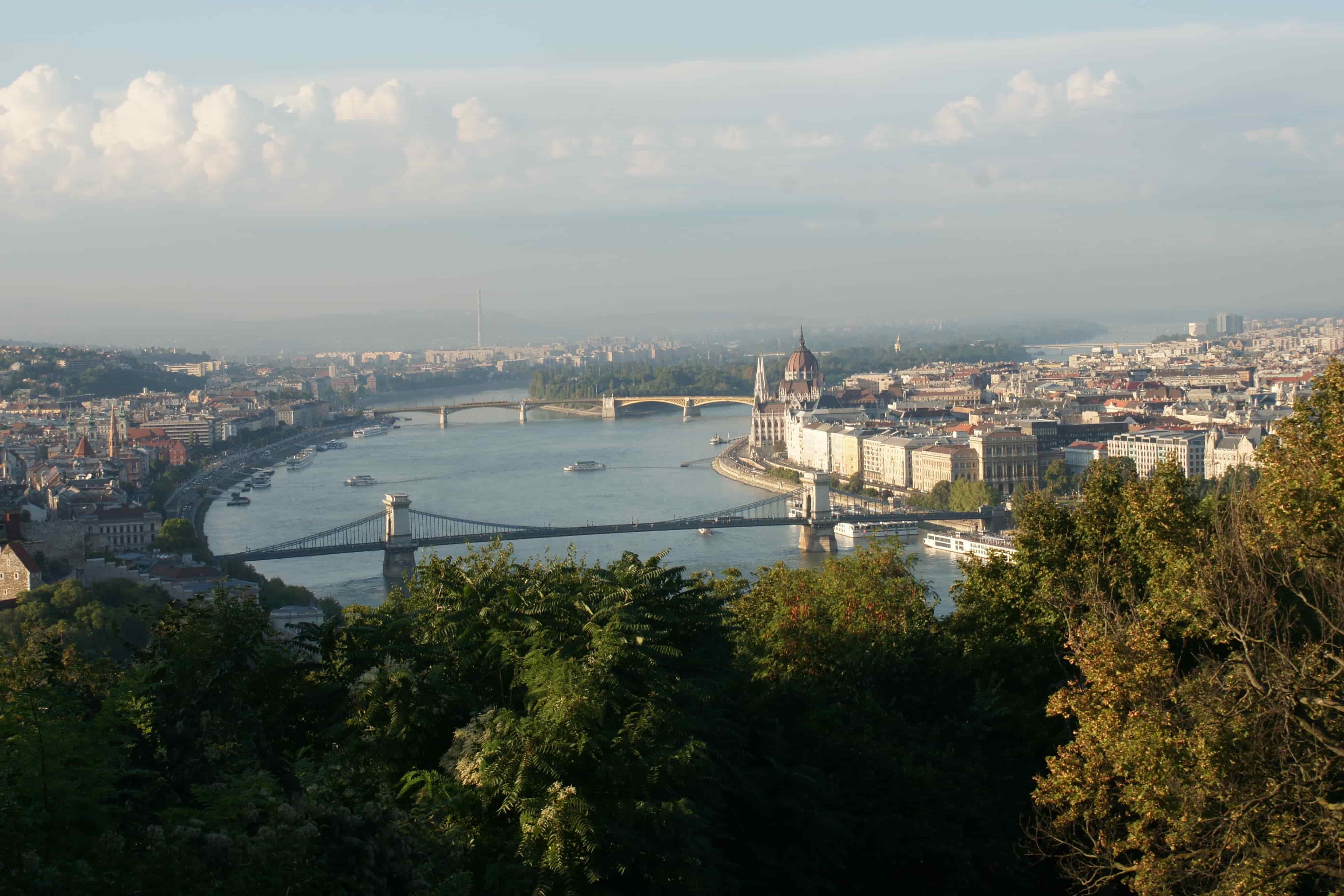 budapesta__podul_cu_lan__uri_peste_dun__re-min