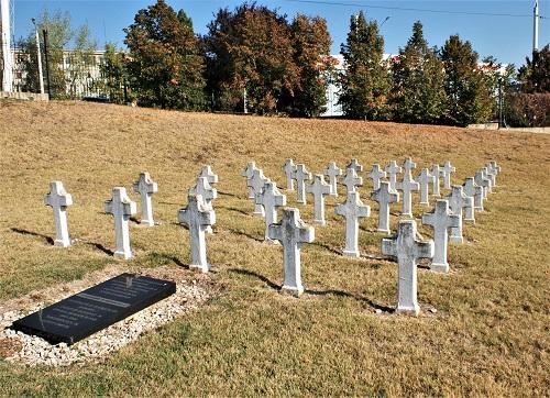 O fabuloasă arhivă: cimitirele din jurul României