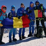 Alex Benchea și Răzvan Nedu, doi sportivi care văd împreună 1%, au cucerit vârful Mont Blanc 4810 metri. O premieră pentru România